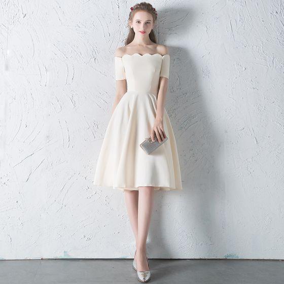 Modest / Simple Champagne Homecoming Graduation Dresses 2018 A-Line / Princess Off-The-Shoulder Backless Sleeveless Knee-Length Formal Dresses #backlesscocktaildress