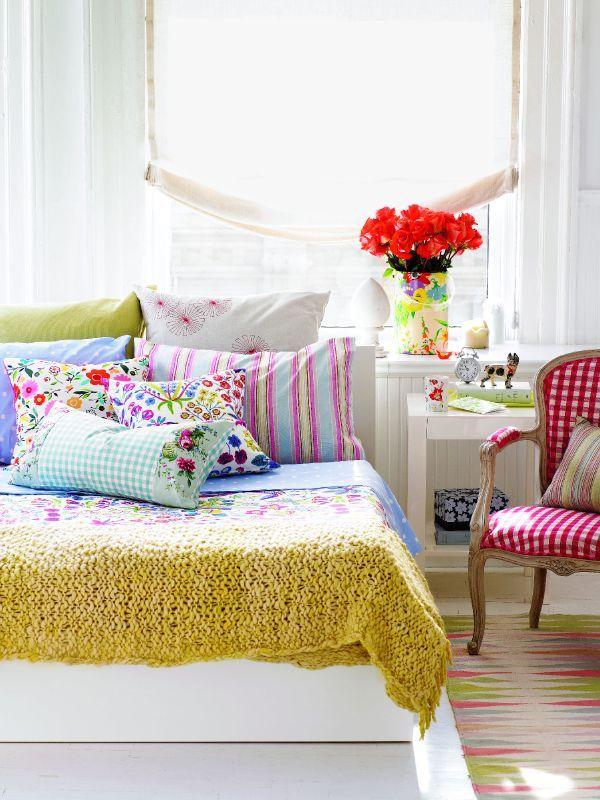 Keltainen talo rannalla: Makuuhuoneita, sisustustavaraa ja rustiikkia tunnelmaa