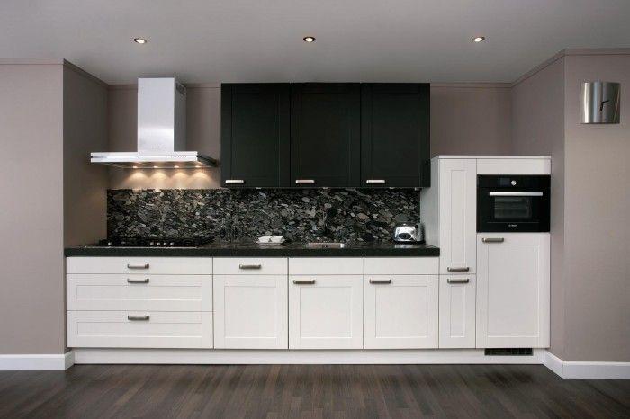 Moderne zwart witte keuken voor wie liever geen bovenkastjes