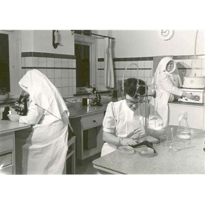 Laboratory: sr. Joanne M. and M. vd Sums