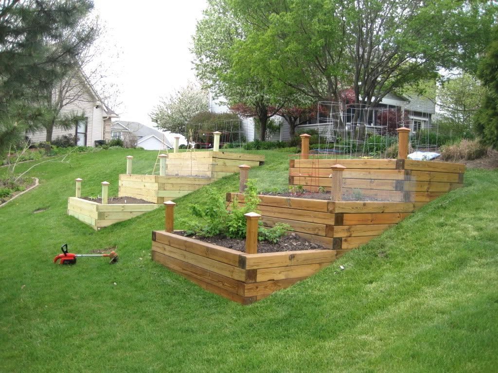 Raised Garden Bed On A Slope Raised Bed Garden Public House Brews Brothers Sloped Garden - Hochbeet Modern