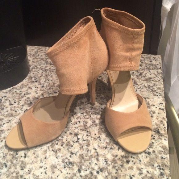 Steve Madden Suede Pumps Camel suede open toed pumps. Worn 3 times! Steve Madden Shoes Heels
