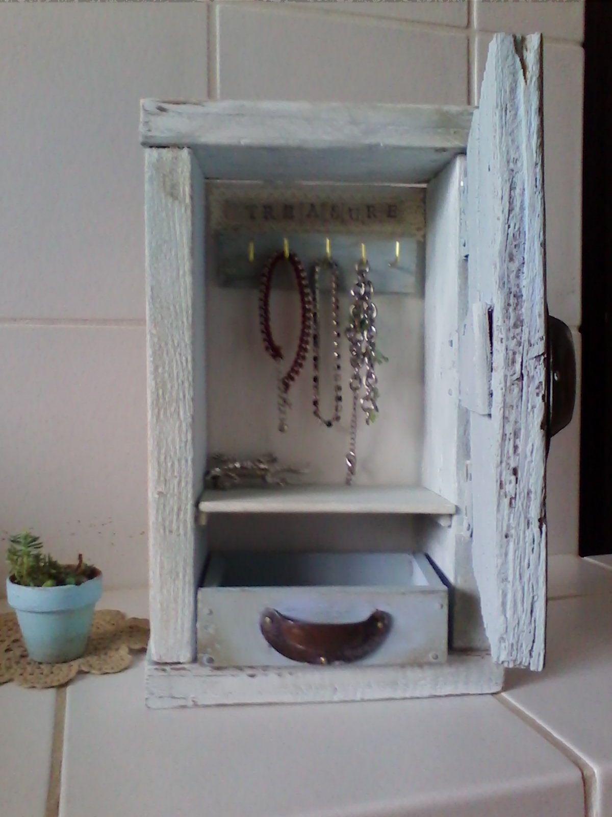 mobiletto da legno di riciclo foto 2