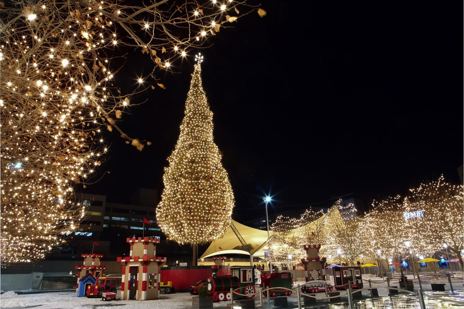 Kansas City sparkles in holiday splendor with magnificent displays ...