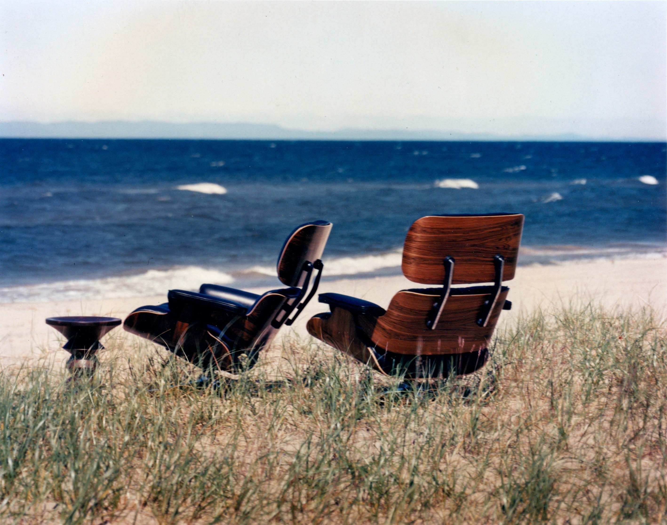 See Shells Down By The Sea Shore Authentic Eames 670 Lounge Chairs And An Eames Walnut Stool Enjoying The Beach View Beautiful Beaches Oceanview