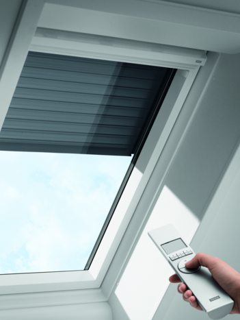 Velux Dachfenster Einbauanleitung Das Design Der Neuesten Super Anspruchsvolle Solardach Fenster Rolladen Mit Drahtlos Steuern Mit Bildern Dachfenster