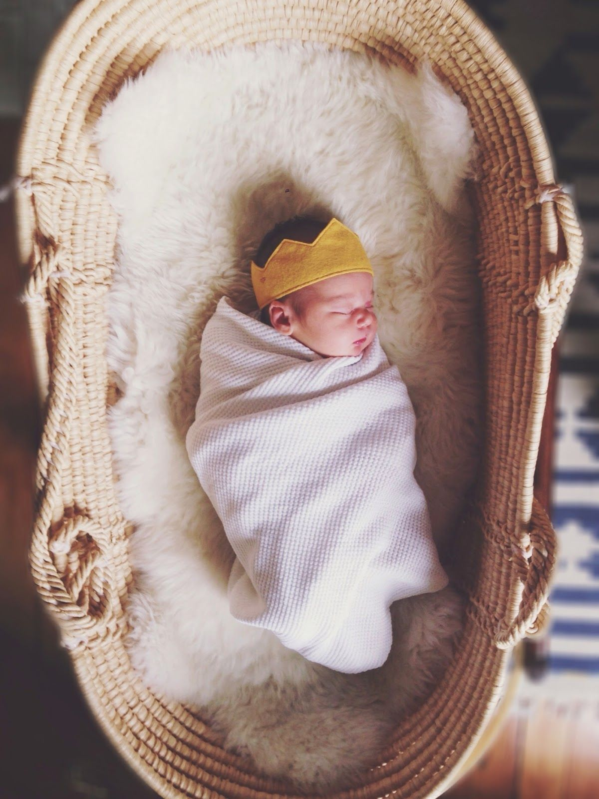 Moses Basket Sheepskin Soft And Golden Crown Bump