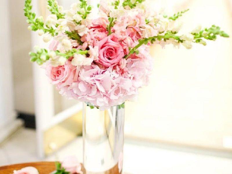 Glass cylinder wedding vase from House of Rental, Skokie IL