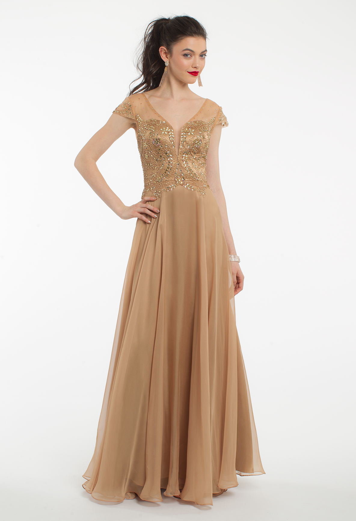 Define elegance with this long evening dress! The features