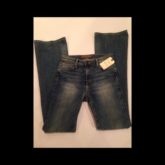 "NWT - Joe's Jeans Vintage Reserve 1971 High Rise Super cute Joe's Jeans vintage reserve high rise flare. Size 26 with 34"" inseam. Joe's Jeans Jeans Flare & Wide Leg"
