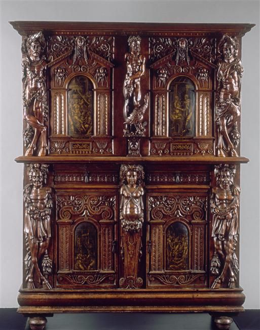 ARMOIRE A DEUX CORPS (EC 331) BREDIN EVRARD (v 1550-1599) et SAMBIN HUGUES  (1515/20-1601/2). Bourgogne vers 1580, chêne et noyer peint et sculpté. Ht 1,75; L: 1,33, profondeur: 0,5 m. Achat Ecouen: 2001.- Chambre du Connétable, 1): Armoire à Deux-Corps (EC 331) réalisée par HUGUES SAMBIN qui dirigeait dans la 2° moitié du XVI°s un important atelier à Dijon.