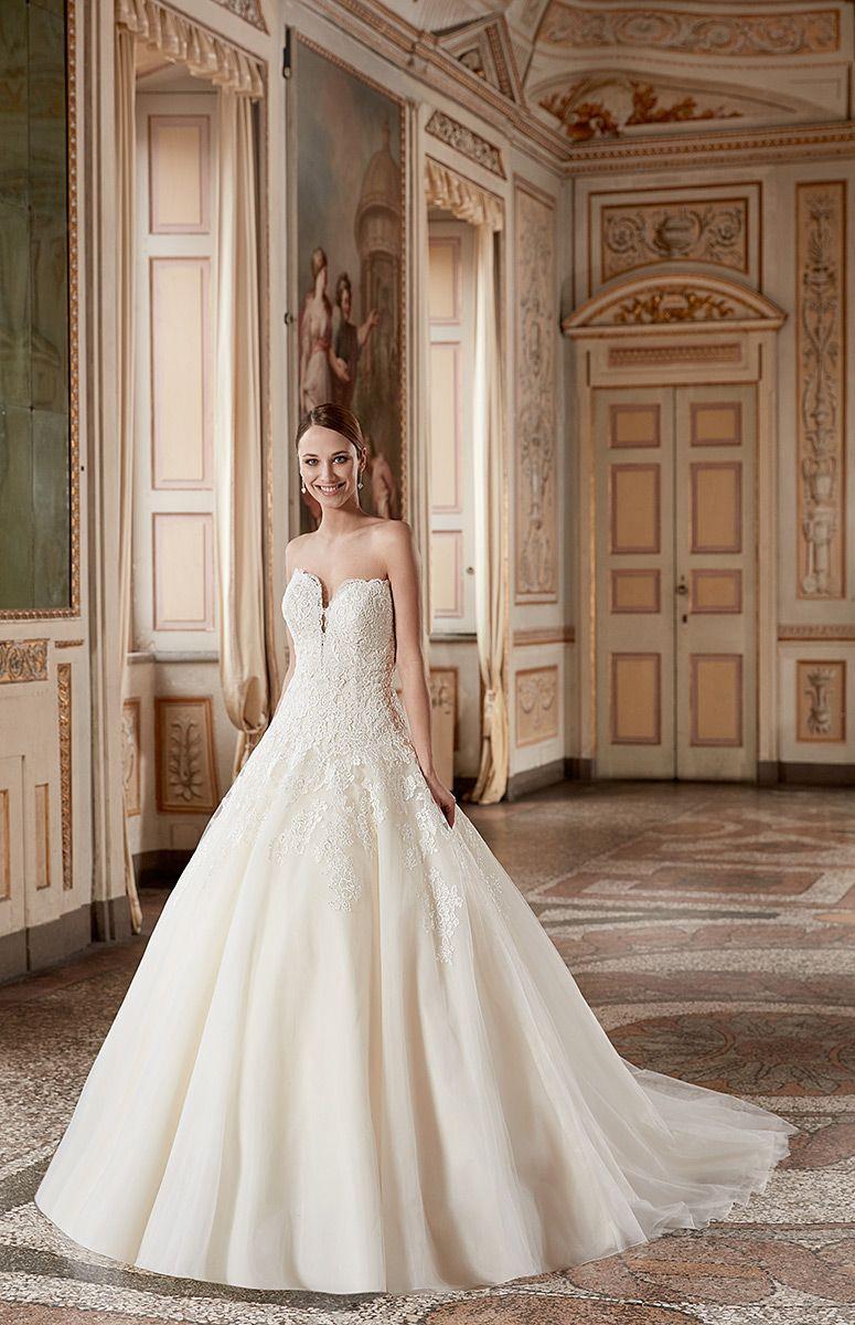 Bouquet Style AK162. Material: Lace / Organza. Colors: Light Gold ...