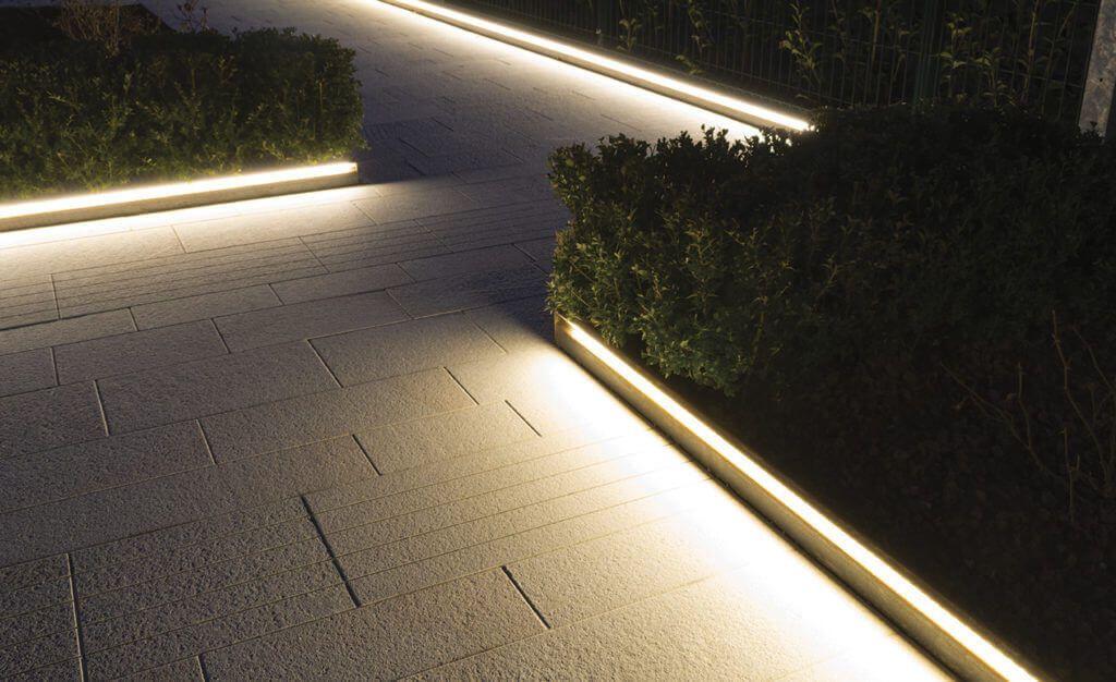 Descrizione Veneto Light E Molto Piu Di Un Segnapasso Infatti Con Il Suo Effe Illuminazione Giardino Esterno Illuminazione Esterni Casa Illuminazione Esterna