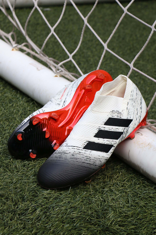 Botas con tacos adidas Nemeziz Initiator Pack.  adidas  cleats   initiatorpack  nemeziz  adidasFootball  Football  Soccer  soccercleats  Foto  Marcela ... 59fe334571e1c