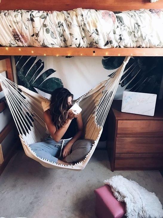 Lovely Dorm Room Organization Ideas On A Budget31