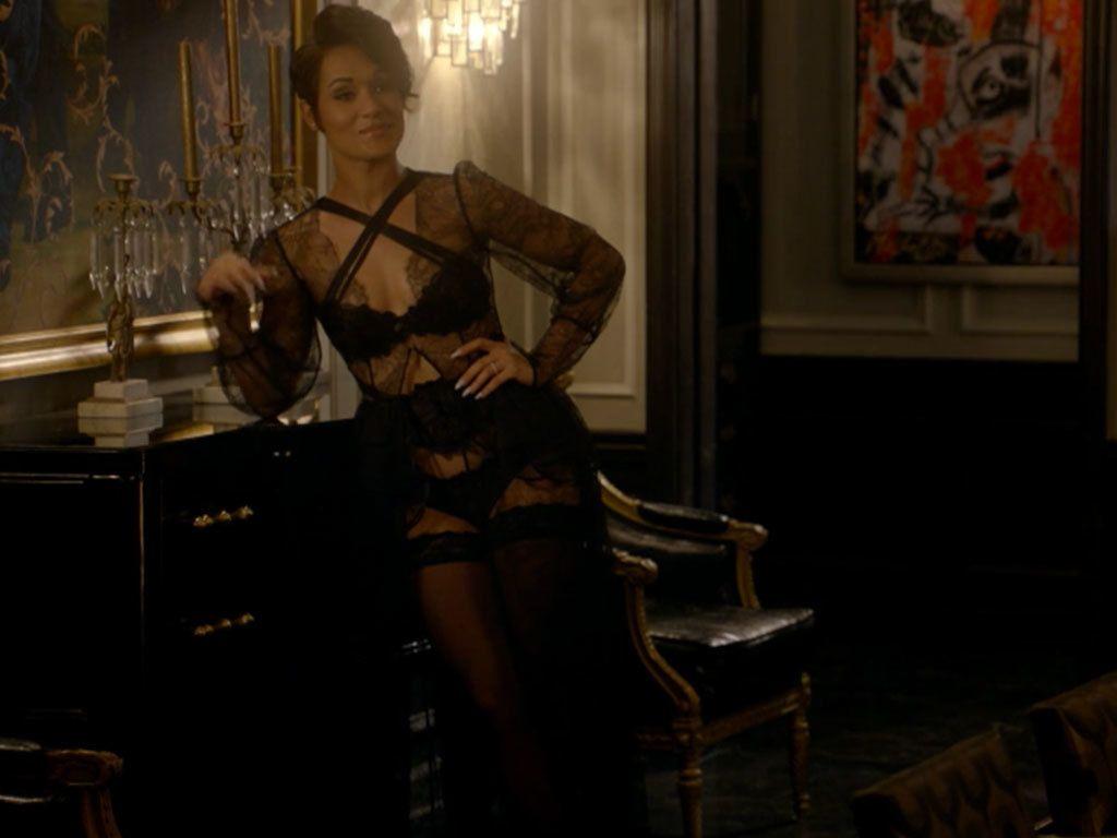 Calhoun's On Gown Black And Anika Deziree Bustle Empire LqUMVpGjSz