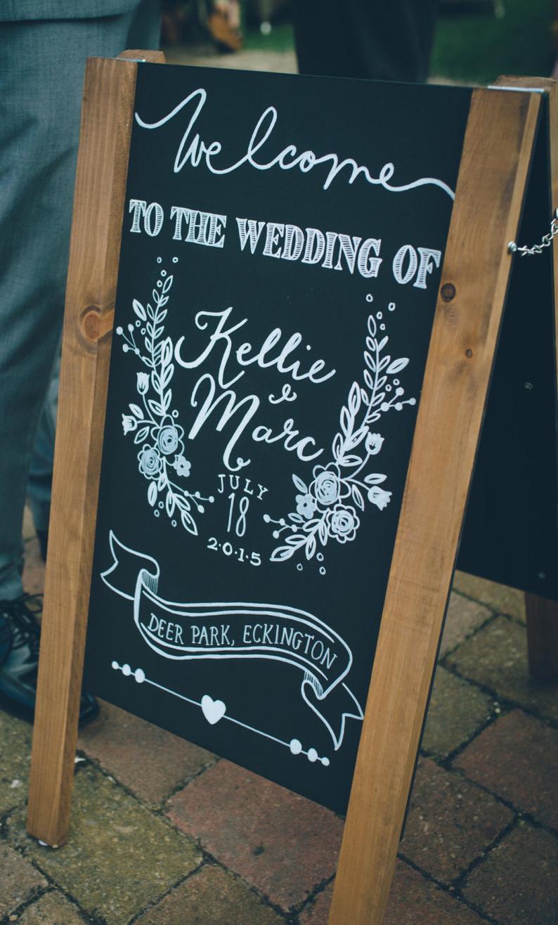 Hochzeitschild Tafel Rustikales Willkommensschild Zur Hochzeit In 2020 Kreidetafel Zeichen Spruche Hochzeit Willkommensschild