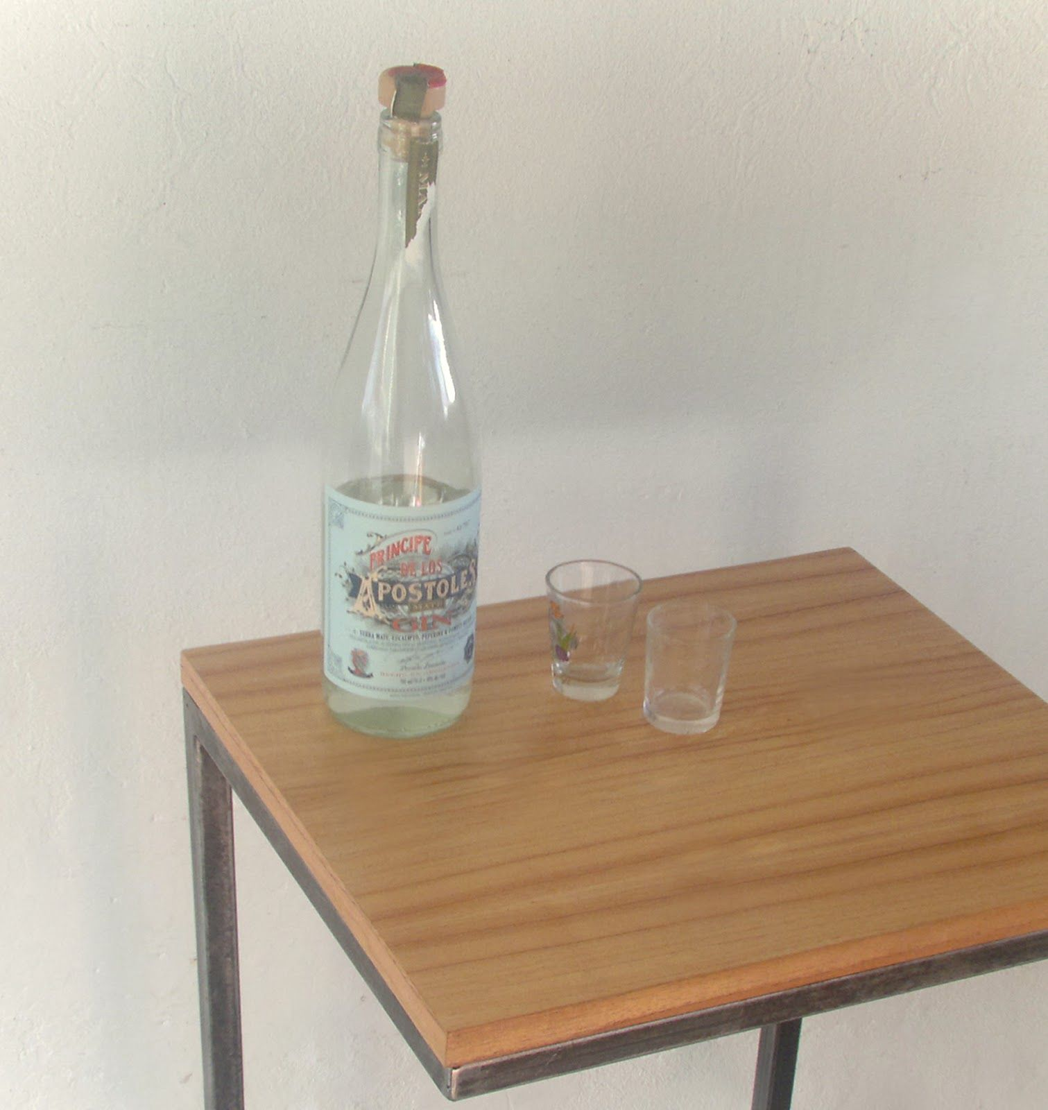 Trifecta muebles: Mesa de arrime hierro y madera. Auxiliar | Natalia ...