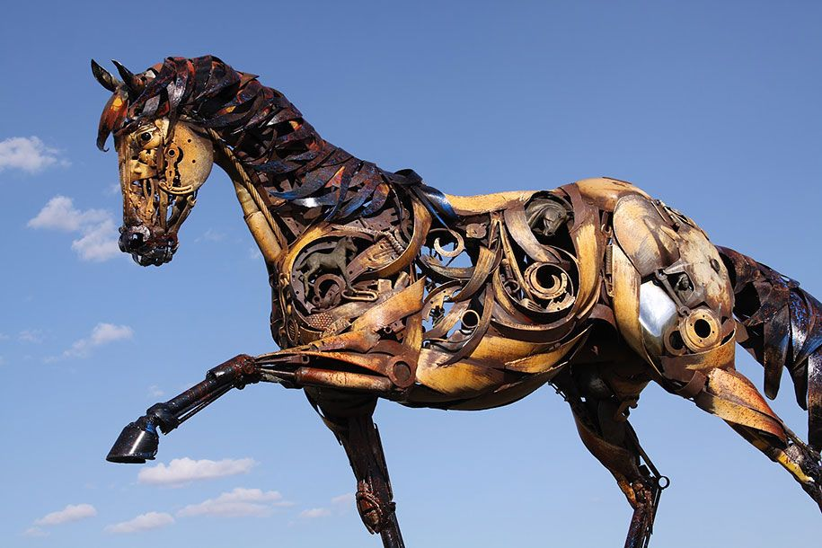 Old Farm Equipment And Scrap Metal Turned Into Stunning Sculptures - Artist transforms scrap metal into amazing animal sculptures