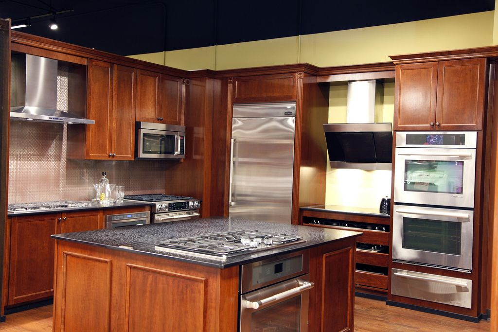 Karl S Newest In Paramus Offers Kitchen Vignette Style Displays Where Brands Are Displayed A