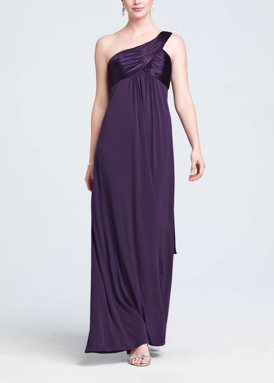 This long jersey dress is right on trend with the one shoulder strap