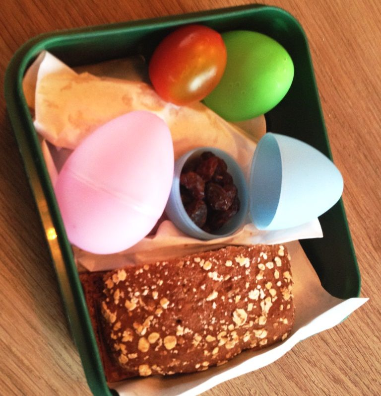 Decorative eggs in the lunchbox Buy the eggs in www.kitchen4kids.dk