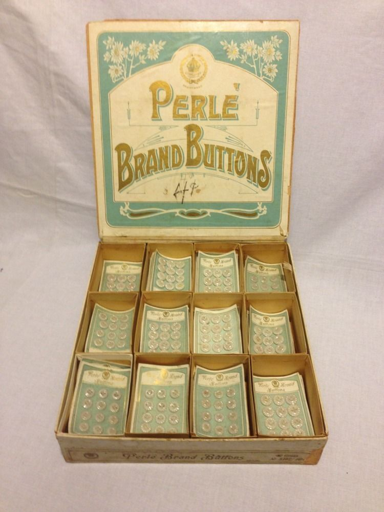 ButtonArtMuseum.com - Lot of Vintage Pearl Buttons 1 128 I want this !