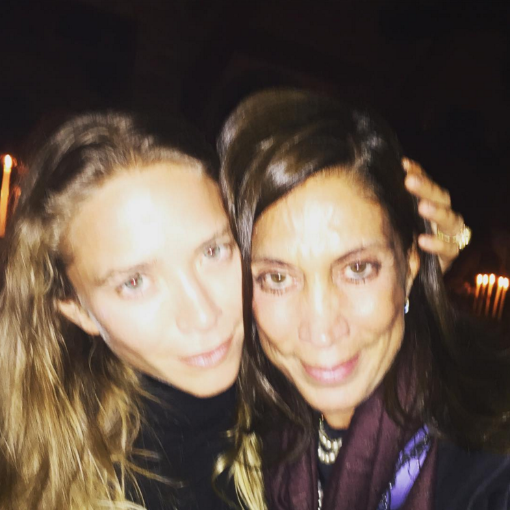 Instagram spottings of Mary-Kate Olsen posing with Ileana Makri and friends. #style #fashion #olsentwins