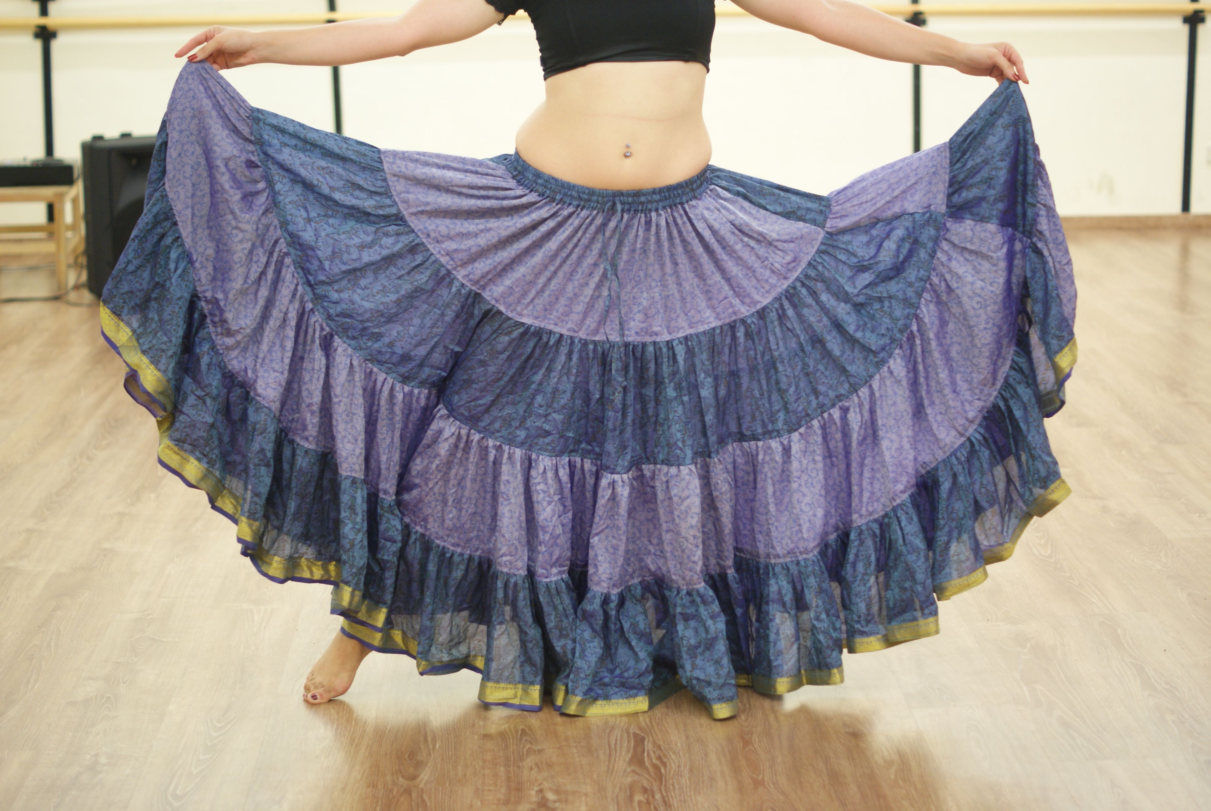 UNA Talla 34-44 Dancers World Ltd 1 Surtido Tribal 7 Yardas Gypsy Maxi con gradas Falda de Danza del Vientre Mezcla de Seda Banjara se Adapta a M L