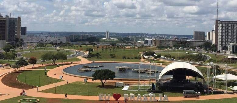 Domingo terá sol alternado com pancadas de chuva no DF - http://noticiasembrasilia.com.br/noticias-distrito-federal-cidade-brasilia/2015/04/25/domingo-tera-sol-alternado-com-pancadas-de-chuva-no-df-3/