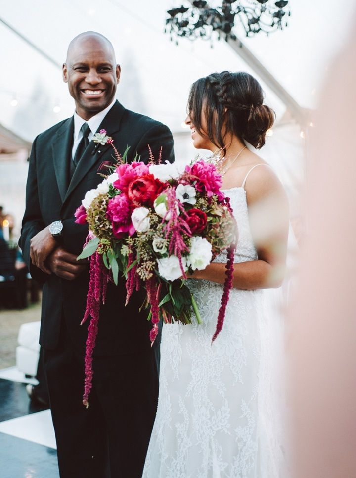 Fall backyard wedding with burgundy details | fabmood.com #wedding #fallwedding #burgundy