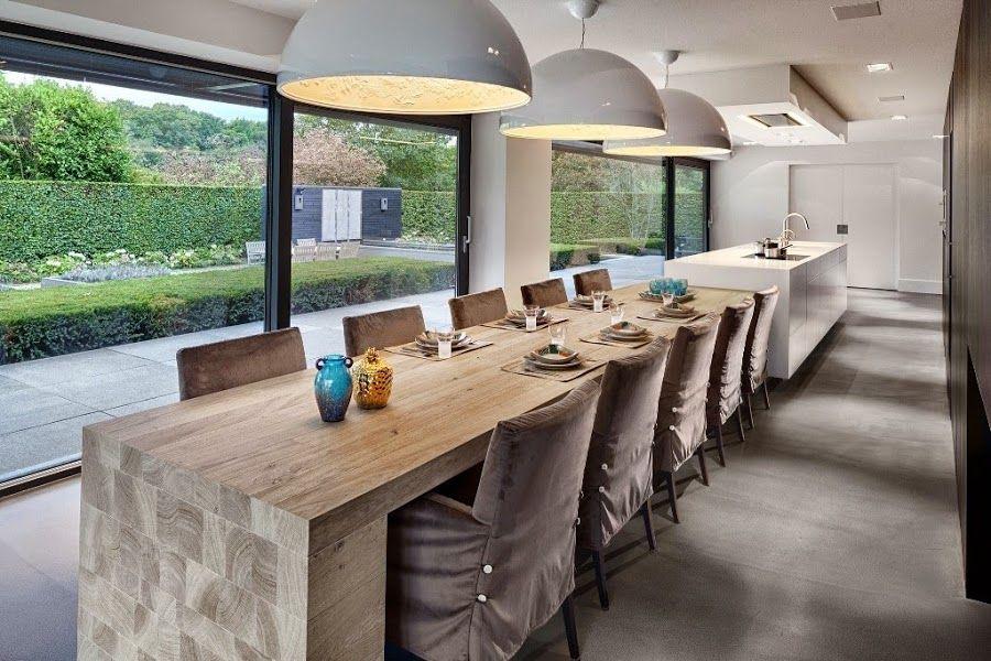 Una gran cocina con mesa para familia numerosa | Madera, Fachada de ...