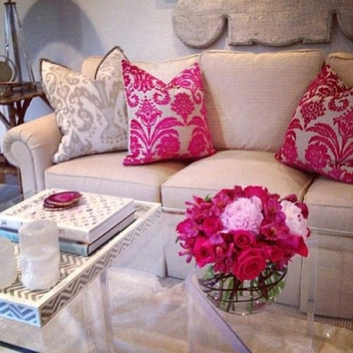 Feminine living room; sub green for the pink | Aubreys apartment ...