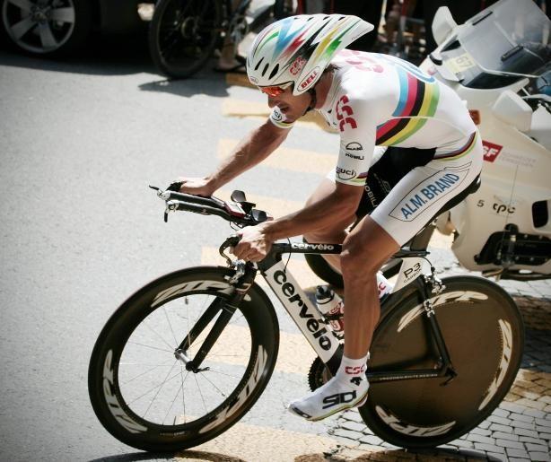 Le Suisse Fabian Cancellara premier maillot jaune ( sur la photo avec le maillot de champion du monde )gagne le prologue du tour de France 2012 ,départ à Liège Belgique.