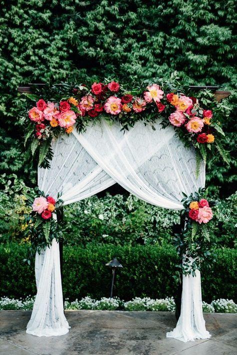 Trending 15 hottest wedding backdrop ideas for your ceremony chic vintage wedding backdrop ideas with floral junglespirit Gallery