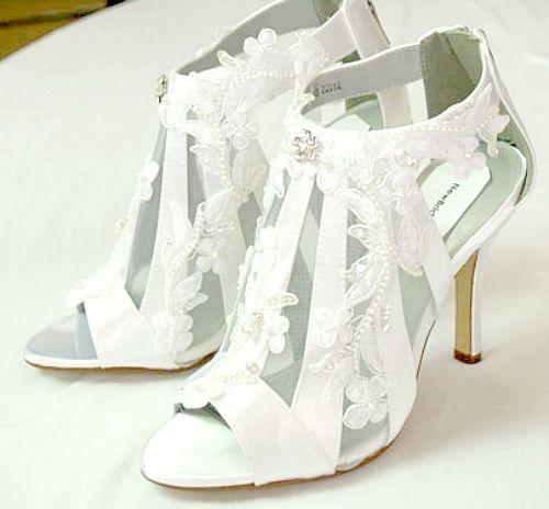 Modern Victorian Wedding Shoes High Heels Lace Applique Straps