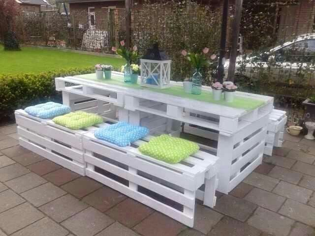 Omg!  I want this!! Pallets. .picnic table...summer...patio. .