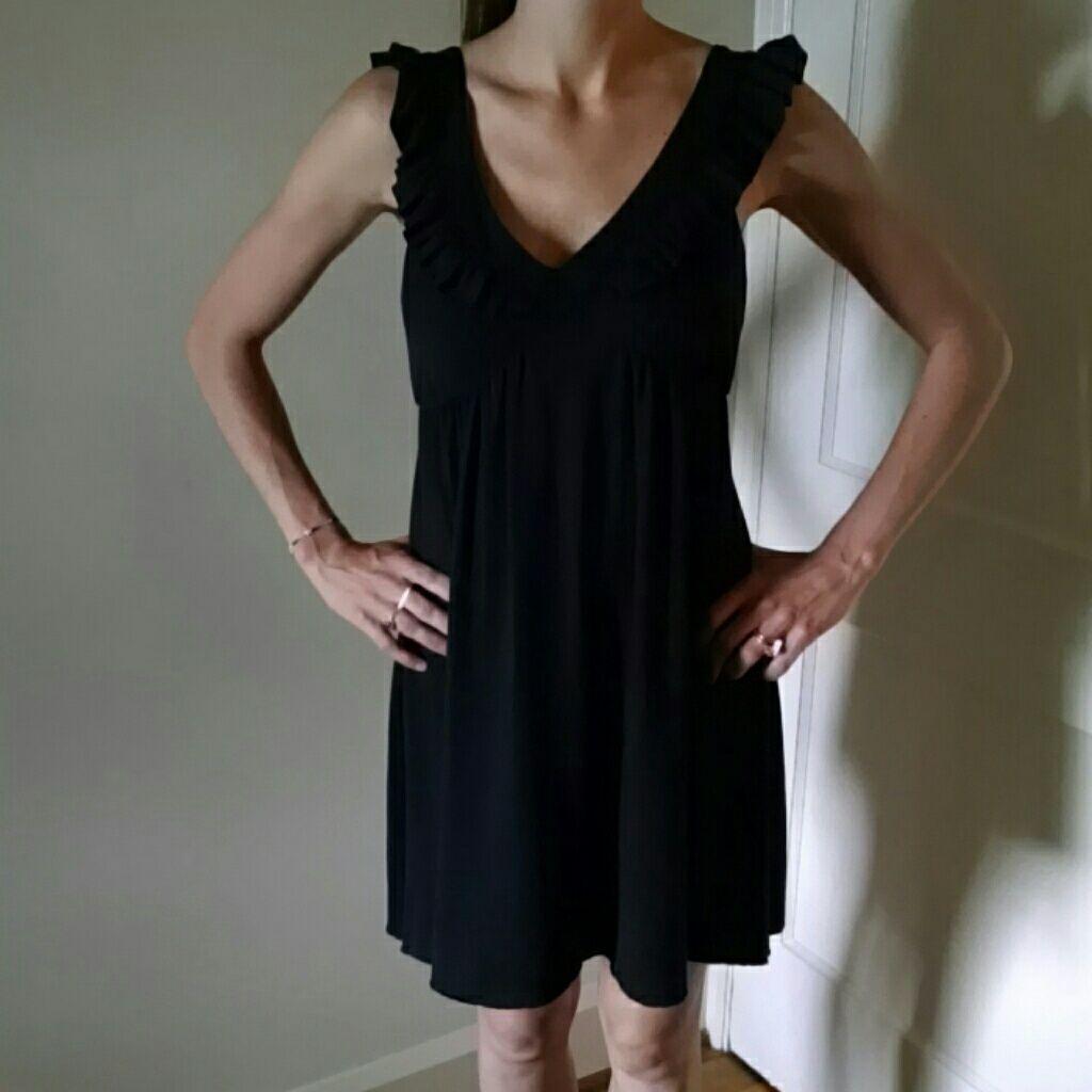 Black ruffled dress products