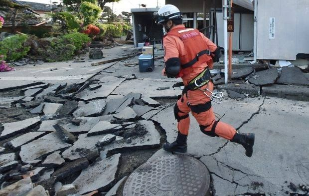 طوكيو تتعرض لزلزال بقوة 4 9 درجة صورة أرشيفية قالت هيئة المسح اليابانية إن زلزا Tsunami Japan Hokkaido