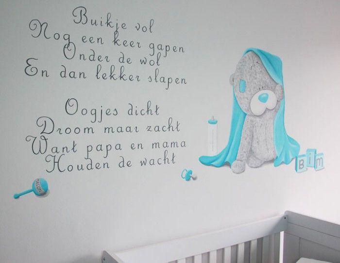 me to you beer en gedicht op de muur geschilderd in een babykamer, Deco ideeën