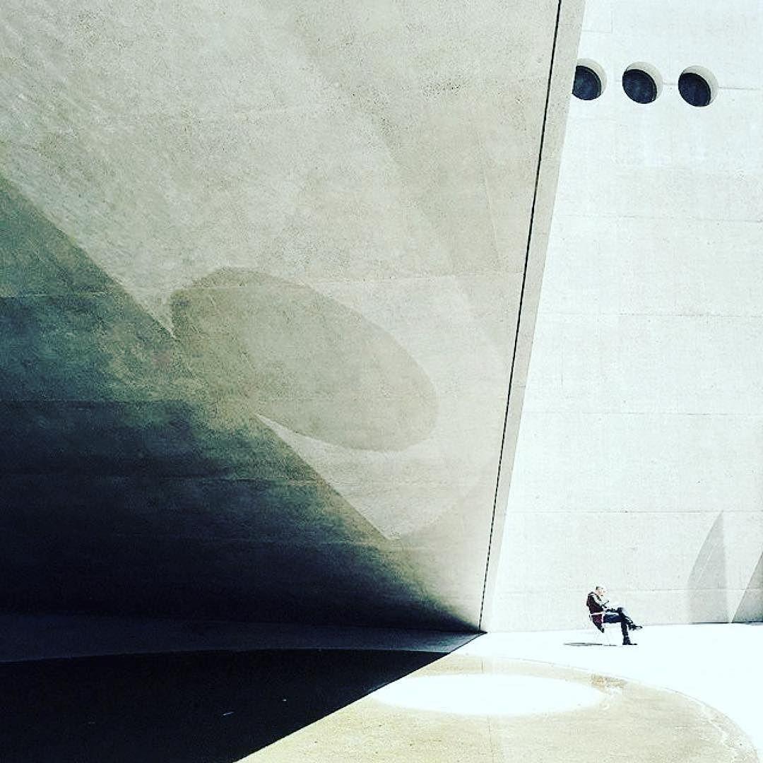 Via @ioiioiioi  #zurich#landesmuseum#architecture#gantenbeinchrist#gustavgull#concrete#stone#water