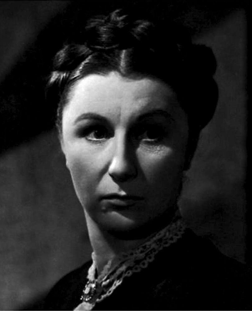 Judith Anderson as Mrs Danvers in 'Rebecca' 1940. Alfred Hitchcock. |  Classic films, Classic hollywood, Film