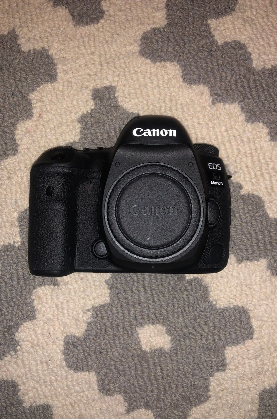 This Is A Basically New Canon 5d Mark Iv In Perfect Condition I Ve Only Used This Twice So The Shutter Count Sh Canon 5d Mark Iv Garmin Watch Battery Charger