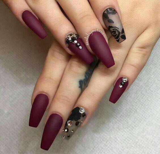 Uñas De Acrílico Color Vino Mate Y Pedrería Nail Art Nails