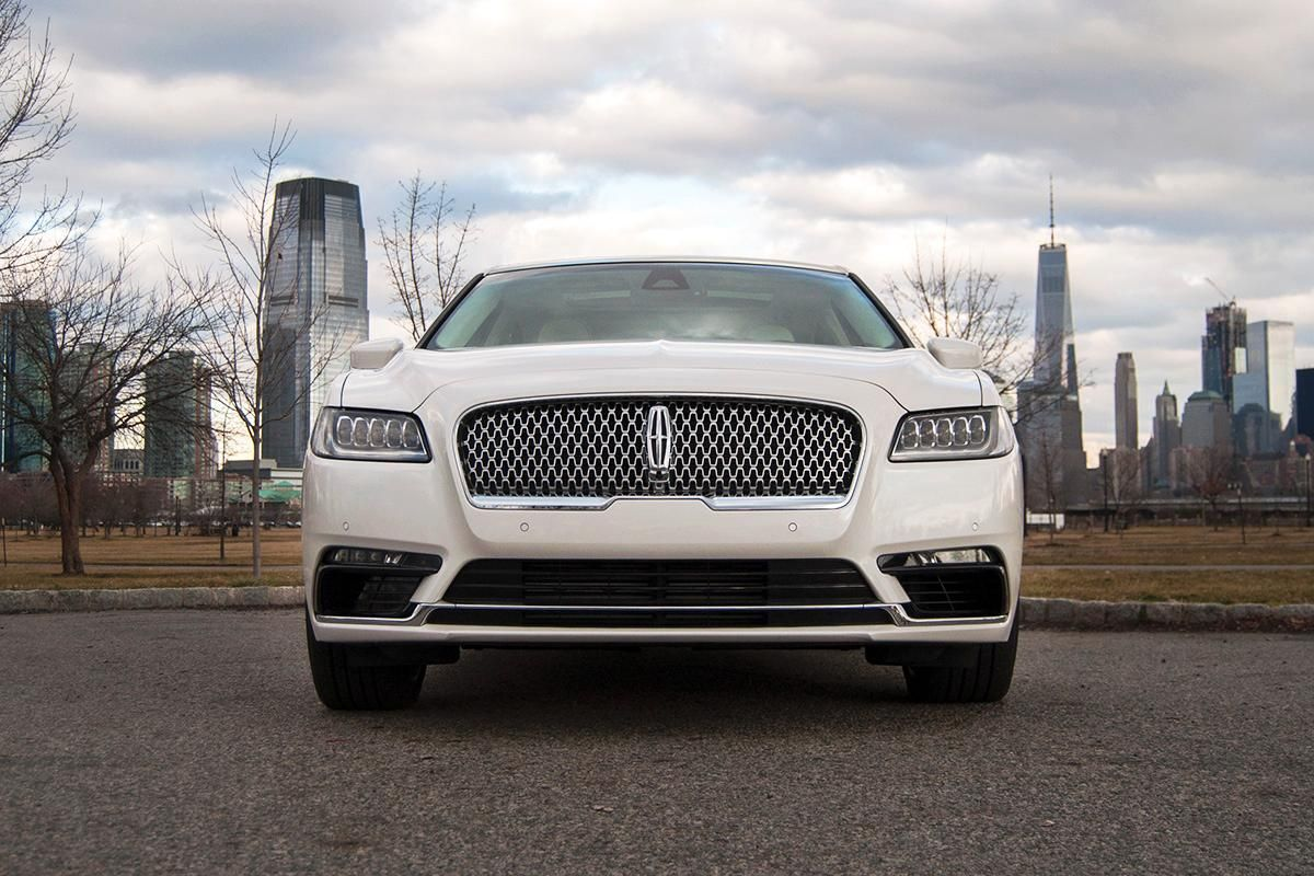 Ratings And Review The 2017 Lincoln Continental Isn T The Best Full Size Luxury Sedan But It Might Be The Co Lincoln Continental Luxury Cars Luxury