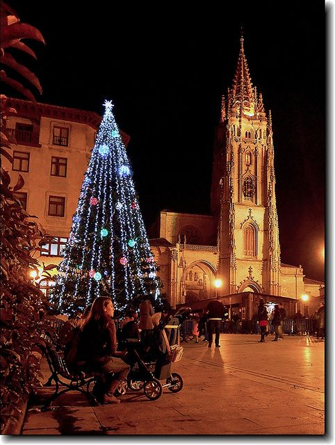 Christmas in Oviedo Catedral, Spain | ** Christmas Aglow ...