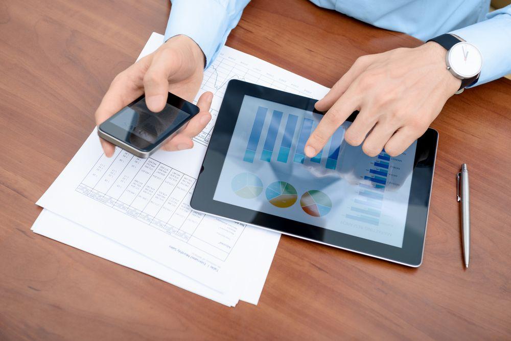 Как сканировать и сохранять документы в PDF c помощью смартфона - http://lifehacker.ru/2014/03/22/kak-skanirovat-i-soxranyat-dokumenty-v-pdf-c-pomoshhyu-smartfona/
