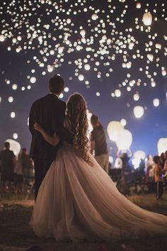 Ein Atemberaubender Traum Als Wenn Sich Ganz Viele Gluhwurmchen Am Himmel Tummeln Hochzeit Hochzeit Bilder Hochzeitsfotos