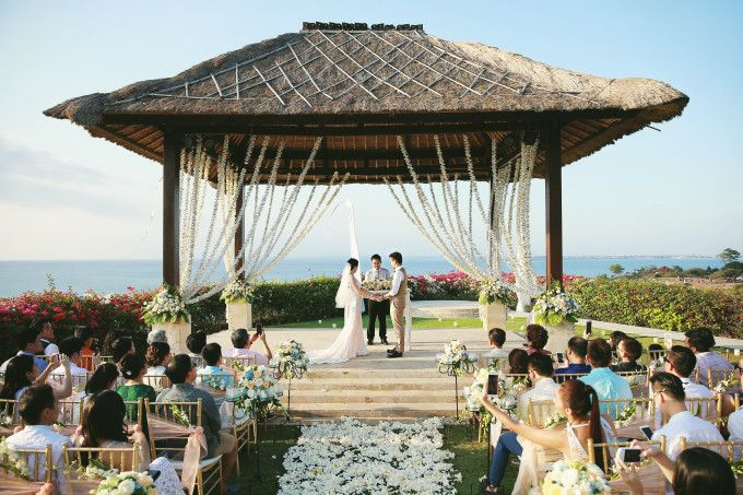 Have a plan to held your wedding in Bali? this wedding can be your inspiration for your wedding | Sweet And Intimate Wedding Overlooking Jimbaran Bay, Bali | http://www.bridestory.com/blog/sweet-and-intimate-wedding-overlooking-jimbaran-bay-bali