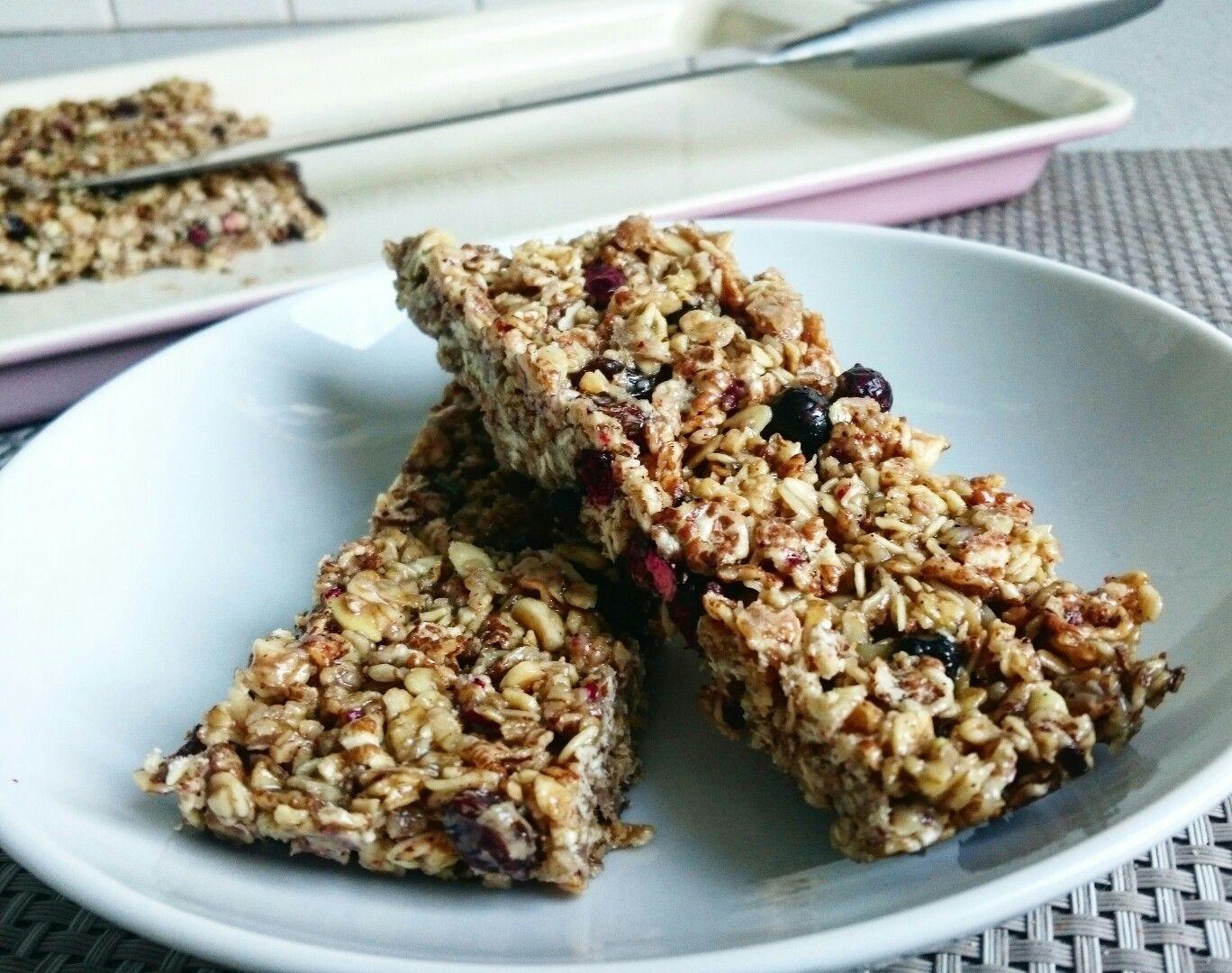 Revitalising granola bars. Homemade of course